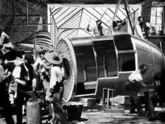"""""""Le Voyage dans la Lune"""" George Méliès 1902 (Original version, silent and black & white) - YouTube"""