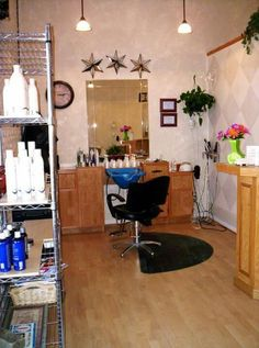 Hair salon wet stations are great for saving space in salon studios or smaller salons. Hair Stations, Salon Stations, Vintage Hair Salons, Beauty Blender Tips, Small Salon, Shampoo Bowls, Salon Art, Sweet Potatoes For Dogs, Beauty Salon Design