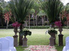Beautiful rustic urns   Lynley Events Bali   www.lynley.net