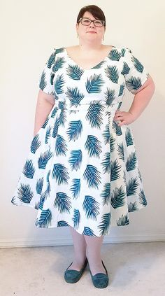 Cashmerette Upton Dress by Someday Sewing // The Cashmerette Upton Dress is a woven fit and flare dress sewing pattern designed for curves, in sizes 12 - 28 and cup sizes C - H. Plus Size Sewing Patterns, Clothing Patterns, Fat Girl Fashion, Fashion Outfits, Plus Size Dresses, Plus Size Outfits, Washi Dress, Floaty Summer Dresses, Glamorous Evening Dresses
