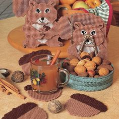 Plastic Canvas Squirrels Get the pattern to make this set here http://www.bookdrawer.com/go/nut-basket-set/