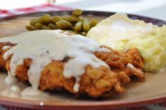 Country Fried Steak With Country Gravy: 1 to 2 pounds cubed steak; 2 cups all-purpose flour; teaspoon each-garlic powder, paprika, cayenne pepper; Black pepper to taste; Chicken Fried Steak Gravy, Pre Cooked Chicken, Breaded Chicken, How To Cook Chicken, Beef Gravy, Steak Recipes, Chicken Recipes, Cooking Recipes, Cooking Tips