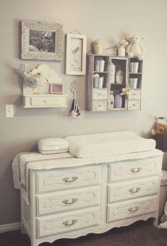 Όμορφες ιδέες για να διακοσμήσετε με ράφια στον τοίχο το παιδικό δωμάτιο! Δώστε 3D αίσθηση στο αυτοκόλλητο τοίχου ή την ταπετσαρί...