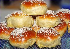 Finnish small sweet buns (spiked cup) from mausejulche Finnische kleine süße Brötchen (Pikkupullat) von mausejulchen Fruit Cake Loaf, Sweet Buns, Bread Bun, Sweet Bread, Bread Baking, No Bake Cake, Food Inspiration, Sweet Recipes, Baking Recipes