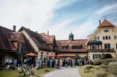 Tina & Niko: Sommerhochzeit im Bohostil unter freiem Himmel - Hochzeitswahn - Sei inspiriert! im Gut Sonnehausen #biohotel