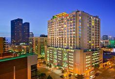 Vista del San Diego Marriott Gaslamp Quarter al aterdecer