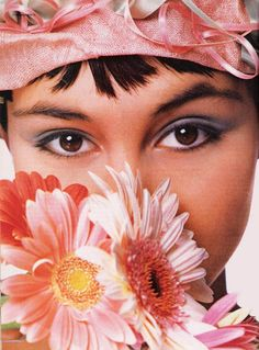 Pastels galore in this flowery make-up ad (1990) #Maybelline
