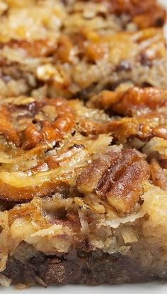 German Chocolate Pecan Pie Bars - These were amazing! I am very picky, always looking for the BEST recipe for something. Just Desserts, Delicious Desserts, Yummy Food, Desserts Caramel, Cookie Recipes, Dessert Recipes, Kolaci I Torte, Pecan Pie Bars, Snacks
