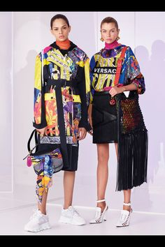 Versace Resort 2019 Fashion Show Collection: See the complete Versace Resort 2019 collection. Look 25