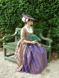 Colonial Williamsburg fashion Nice use of purple! 18th Century Dress, 18th Century Costume, 18th Century Clothing, 18th Century Fashion, 17th Century, Historical Costume, Historical Clothing, Renaissance, Vintage Outfits