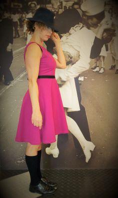 """Collezione """"Times Square"""" SS15   Abito Anni '50  Tessuto di cotone piquet elast ciclamino, cinturino grogren nero."""