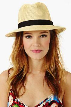 Sombrero con pelo suelto moldeado y combinado con un vestido largo... 100% recomendable #elplanetadelasmarcas.es #welovefashion #veranito #playa