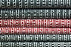Schortenbont of Zeeuws bont is een traditionele Zeeuwse stof die vroeger gebruikt werd voor de schorten die horen bij de Zeeuwse klederdracht. Wit, zwart, grijs en blauw zijn de kleuren van origineel schortenbont of Zeeuws bont. Het 'schortenbont' is een stof met ingeweven patroon, wat vroeger gebruikt werd voor de werkschorten van de vrouwen. Deze foto is gemaakt in handwerkwinkel & Atelier Jaffari in Arnemuiden.