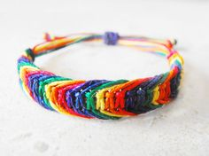 Rainbow hemp bracelet. I bet I could do this.