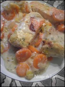 gratin de cabillaud et saumon sauce moutarde 4 personnes (5 points WW) - 4 morceaux de 120 gr de Dos de Cabillaud - 4 morceaux de 60 gr de Saumon sans peau ni arête - 3 à 4 Carottes en rondelles - 2 à 3 blancs de Poireaux en fin tronçons - Un peu de jus de Citron - 10 cl de Crème Fraiche à 8% - 2 cc de Maïzena - 1 cc de Fumet de Poisson - 1 cc de Bouillon de Légumes - 25 cl d'Eau chaude - 1 CS de Moutarde forte - Persil - Sel/Poivre attention vieux PP !