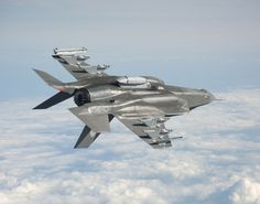 The US Marine Corps' (USMC) Lockheed Martin-built joint strike fighter (JSF) test aircraft has successfully completed its first asymmetric. Military Jets, Military Aircraft, Fighter Aircraft, Fighter Jets, Stealth Aircraft, Airplane Fighter, F22 Raptor, Military Photos, F 16