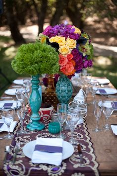 Love this purple and white table runner  Something patterned like that as a table runnrr