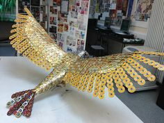 This is a bird sculpture made out of beer bottle caps. While cool in real life, Fallout fans would use all those caps to buy weapon schematics or some Stimpaks. Beer Cap Art, Beer Bottle Caps, Bottle Cap Art, Beer Caps, Upcycled Crafts, Recycled Art, Diy And Crafts, Arts And Crafts, Bottle Top Crafts