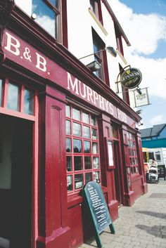 Murphys Pub in Dingle Ireland | photography by http://www.bgproonline.com/