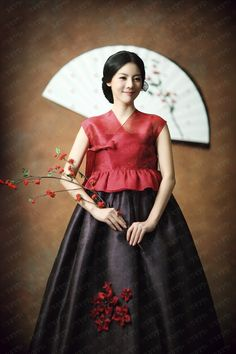 24 Young Outfit Trends You Will Definitely Want To Try - Global Outfit Experts Korean Traditional Clothes, Traditional Fashion, Traditional Dresses, Korean Dress, Korean Outfits, Cheongsam Modern, Style Ulzzang, Modern Hanbok, Japan Fashion