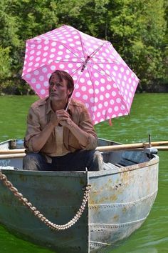 """hellotailor: """" emilyherondale: """" row row row your boat gently down the stream merrily, merrily, merrily, merrily i'm going to eat you spleen """" i'm screaming because IS THIS HANNIBAL AS WILL GRAHAM? Hannibal Lecter, Nbc Hannibal, Row Row Your Boat, Row Row Row, Will Graham, Hannibal Funny, Hannibal Tv Series, Sir Anthony Hopkins, Pink Umbrella"""