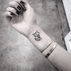 90+ Fox Tattoo Designs for Men and Women geometric-tiny-fox-tattoo-design-on-wrist