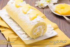 Rotolo all'ananas come prepararlo facilmente in casa. Un dolce goloso e fresco. Pasta biscotto ripiena di crema al latte e ananas sciroppate. Ricetta veloce