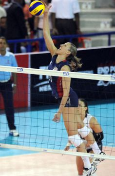 Jordan Larson attacking during the first weekend of the 2012 FIVB World Grand Prix