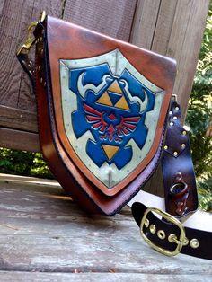 Handmade Leather Zelda Hylian shield bag satchel por SkinzNhydez