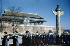 Post with 90741 views. Color photos of 1947 Beijing, including Chiang Kai-Shek's portrait above the entrance to the Forbidden City China Map, China Travel, Photography Lessons, Color Photography, Travel Photography, Great Photos, Old Photos, Colorized History, Mao Zedong