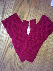 Ravelry: lindsayla18's Traveling Cable Hand Warmers