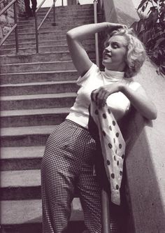 """marilyn-monroe-collection: """" Marilyn Monroe photographer by Jock Carroll… Style Marilyn Monroe, Marilyn Monroe Outfits, Marilyn Monroe Fotos, Jock, Montgomery Clift, Celebrity Gallery, Norma Jeane, Tony Curtis, Mode Vintage"""