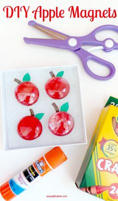 DIY Apple Magnets for Teacher Gifts - These cute little teachers gifts are so easy to make. Perfect for back to school, holiday gifts or teacher appreciation week.