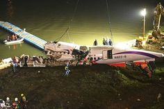 TransAsia Pilots May Have Shutdown Wrong Engine Before Plane Crash Commercial Plane, Commercial Aircraft, Transasia Airways, Propeller Plane, Atr 72, Air Traffic Control, Aviation News, River Bank, Taiwan