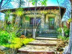 Jiquilpan Michoacan pueblo magico. El bosque casita de piedra.