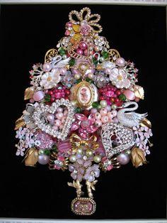 Christmas Tree Roses, Jewelry Christmas Tree, Jewelry Tree, Old Jewelry, Jewelry Making, Jewelry Frames, Recycled Jewelry, Jewelery, Vintage Jewelry Crafts