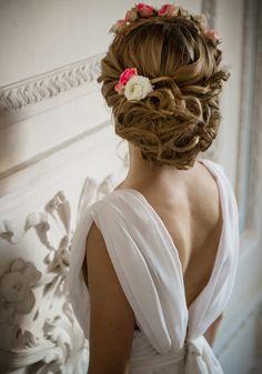 Le chignon de mariée à fleurs de Nathalie Calderini