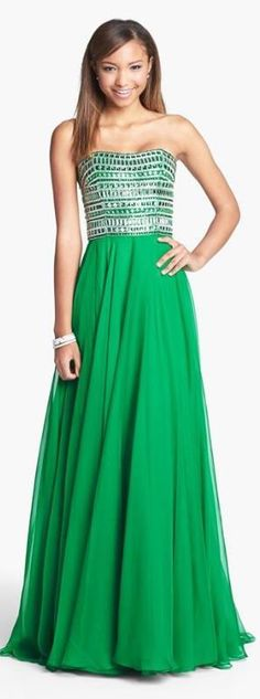 Gorgeous beaded gown! If only I was going to prom again..... @Amber Hunt ???