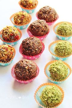 Receta para la lactancia colorida SUPERFOOD y las bolas de energía - Receta Healthy Muffins, Healthy Snacks, Raw Cake, Vegan Baby, Lactation Recipes, Energy Balls, Slow Food, Vegan Treats, Vegan Baking