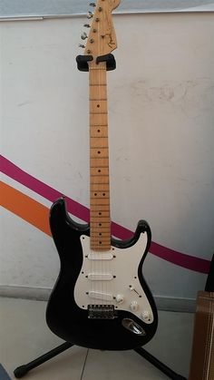 Fender Eric Clapton Stratocaster | 13jt Fender Stratocaster, Bass Guitars, Eric Clapton, Electric, Black, Black People