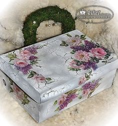 Box was painted then a crackle finish was applied then decoupage and lastly sealed Creative Crafts, Diy And Crafts, Arts And Crafts, Paper Crafts, Decoupage Box, Decoupage Vintage, Shabby Chic Crafts, Pretty Box, Altered Boxes