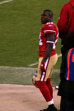 Should you select Frank Gore or avoid him in your 2015 Fantasy Football draft? #2015fantasyfootball #frankgore