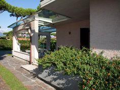 lovely arches. Lucca, Arches, Tuscany, Aurora, Sidewalk, Villa, Vacation, Vacations, Tuscany Italy