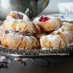 Questi dolcetti non hanno certo bisogno di presentazione , sono i pasticcini di pasta di mandorle tipici della tradizione siciliana. Un c...