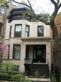 Evanston Chicago, Lakeview Chicago, Chicago Brownstone, Chicago Buildings, Condo Decorating, Capitol Hill, Exterior Remodel, White Houses, Grey Stone