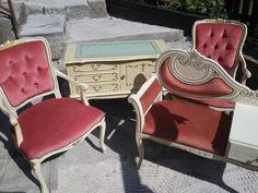 verkaufe sehr schöne Garnitur2 Sessel - gepolstert, verziert1 Garderobe…