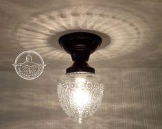Eiland Falls. Glazen plafond licht duidelijk Globe door LampGoods op Etsy https://www.etsy.com/nl/listing/127053817/eiland-falls-glazen-plafond-licht