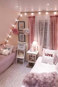 Teen Bedroom Ideas For Girls: Cozy, Functional, Stylish, Cool Ho Ho Ho! Today I am sharing a teenage girl Christmas Bedroom along quick tips correspondingly you too, can make your own Holiday room for a special. Small Room Bedroom, Trendy Bedroom, Cozy Bedroom, Dream Bedroom, Girls Bedroom, Bed Room, Dorm Room, Bedroom Curtains, Master Bedroom