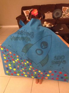 100 days of school cape project- had to make a cape with 100 items.. 100th Day Of School Crafts, 100 Day Of School Project, School Projects, Projects For Kids, Crazy School Day, 100 Days Of School, School Holidays, School Items, Holiday Activities