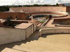 Biblioteca Virgilio Barco - Bogotá- Rogelio Salmona Brickwork, Outdoor Furniture, Outdoor Decor, Ark, Architecture Art, Panama, Organic, Mansions, Landscape